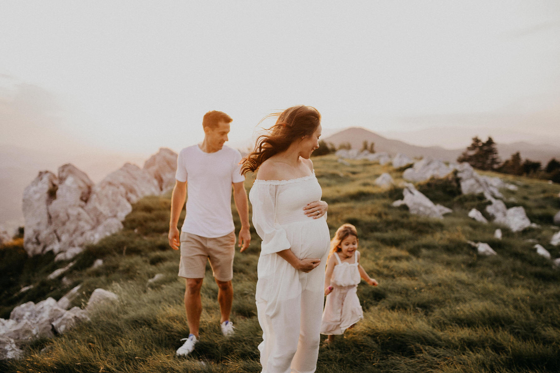 Pregnancy Photographer Zurich Switzerland Family Photography Nature Mountain Session Modern Photo session Familienfotograf Ana Kete